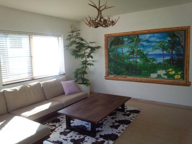 窓から見える椰子の森と海 概要